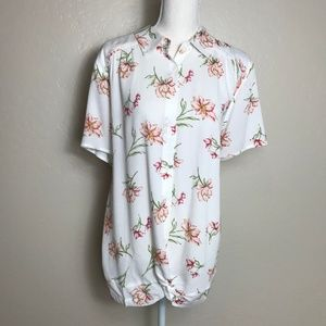 Torrid NWT Ivory Floral Button Down Blouse 3X